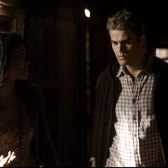 Bonnie fragt Stefan, ob er sich sicher ist das zu machen