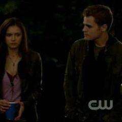 Elena und Stefan auf der Party