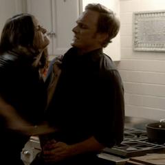 Katherine ersticht John