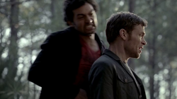 Résumé-de-l'épisode-17-saison-4 -Because-the-Night-SIlas-Shane-Klaus