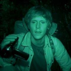 Gespielt von: Bryan Adrian<br /><b>Ryan †</b><br />Er wird im Wald von <a href=