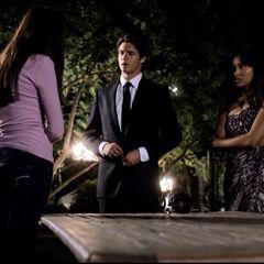 Jeremy und Bonnie erzählen Elena von ihrem Plan