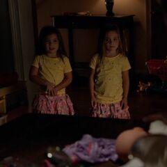 Lizzie und Josie, Jos und Alarics Zwillinge