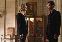 5x01 Where You Left Your Heart-Caroline-Klaus