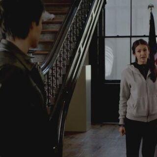 Damon trifft Elena
