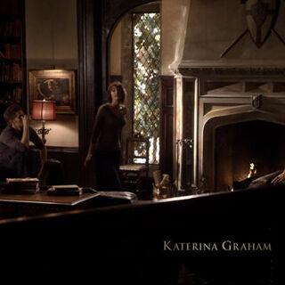 Rose erzählt Damon, Elena und Stefan von Klaus