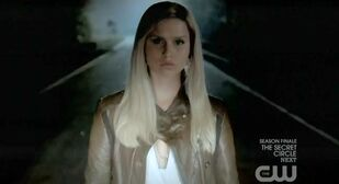 The-Vampire-Diaries-S3x22-Rebekah-trying-to-kill-Elena