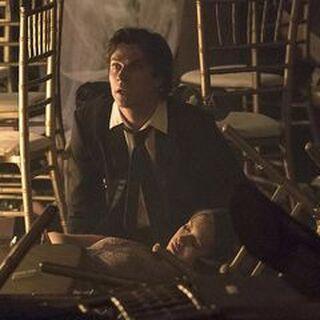 Damon trauert um Elena.