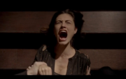 1x21-Hayley screams