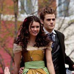 Elena und Stefan bei der Miss Mystic Falls Parade