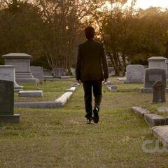 Damon auf dem Friedhof