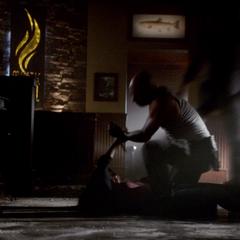 Stefan rettet Elena vor Conner