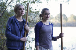 1x10 There's a World Where Your Dreams Came True-Lizzie-Josie