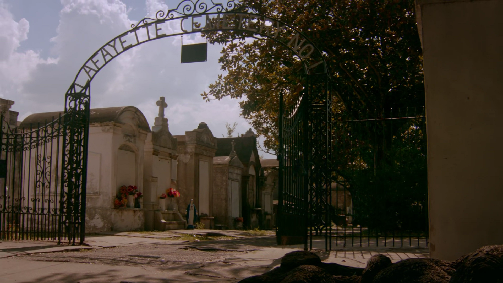 Image - TO412-034-Lafayette Cemetery.png | The Vampire Diaries Wiki ...
