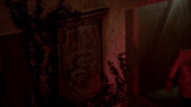 File:Insignia at The Abattoir TO 1x02.jpg
