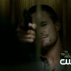 Brady foltert Caroline.