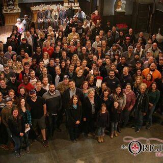 El equipo de producción y el elenco tras acabar las grabaciones