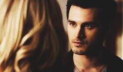 Enzo talking with Caroline 5x17