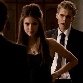 Damon und Stefan konfrontieren Katherine.