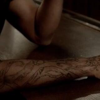 Le tatouage de Connor qu'aperçoit Jérémy