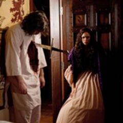Katerina découvre son père tué par Klaus