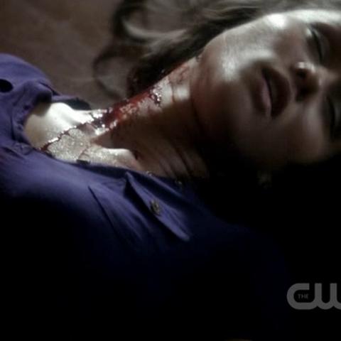 Dana, après avoir été tué par Stefan.