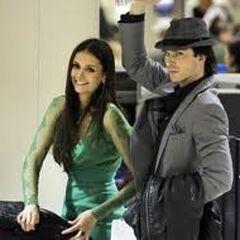 Ian Somerhalder et Nina Dobrev à l'aéroport (People's Choice Awards 2012)
