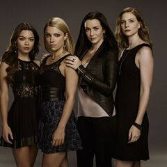 Nora, Mary Louise, Lily et Valerie
