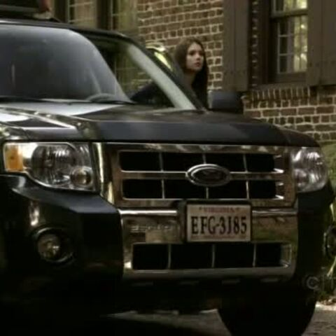 La Ford Escape 2008 d'Elena Gilbert