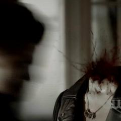Stefan décapite Mindy