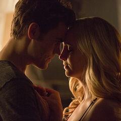 Vampire Diaries Stefan et Caroline datant