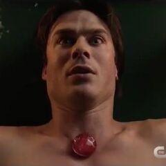 La pierre réanime Damon