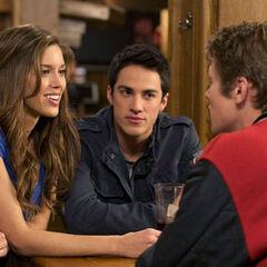Vicki, Tyler et Matt au Mysctic Grill