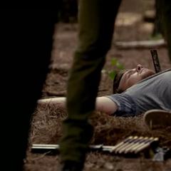 Jay, après avoir été tué par Enzo