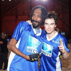 Avec Snoop Dogg au DIRECTV'S Seventh Annual Celebrity Beach Bowl (2 février 2013)