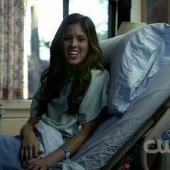 Vicki à l'hôpital, après s'être fait mordre par Damon