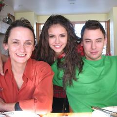 Avec sa mère et son frère Alex