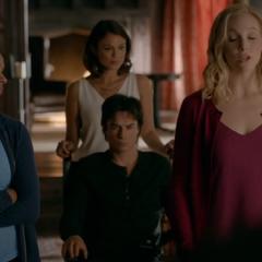 Quand Elena et Damon commencer à dater Agence de rencontres franchise