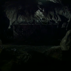 Silas dans sa tombe