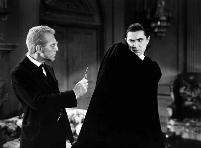 File:Dracula-1931-dracula-van-helsing.jpg