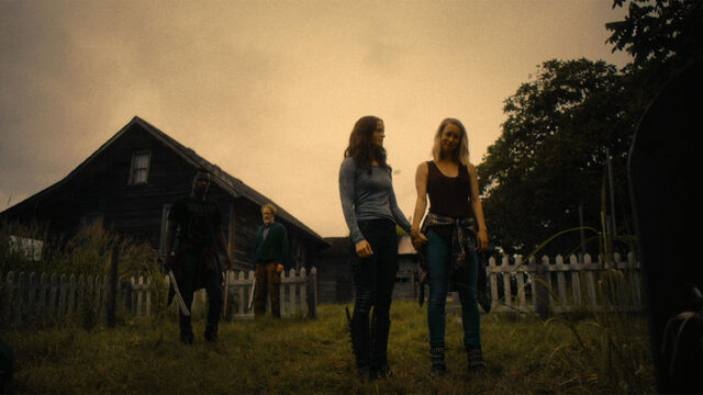 File:Last Time 1x11 Susan, Vanessa, Mohamad and Sam at Susan's mother's grave.jpg