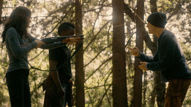 File:Last Time 1x11 Mohamad and Vanessa prepare to kill Sam.jpg
