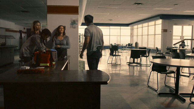 File:Nothing Matters 1x06 Doc, Susan, Vanessa, and Brendan in the Hospital cafeteria.jpg