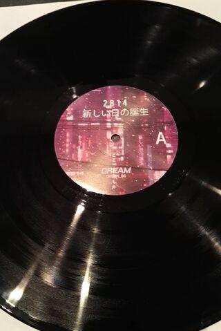 File:AtarashiNiTsuNoTanjou-Vinyl3.jpg