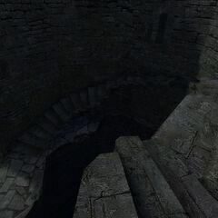 Разрушенная лестница в башне, ведущая в верхний двор