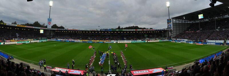Holstein-Stadion Panorama Spielfeld 2019