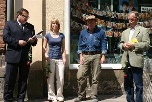 Bürgermeister Rüdiger Eisenbrand eröffnet die Steinverlegung