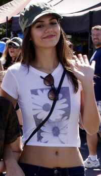 Victoriajustice belly candid