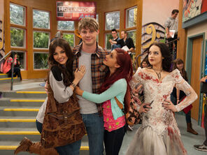 Victorious-moose-girls-5