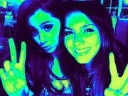 Ariana-grande-with-victoria-lilylovesyou-25013808-500-375
